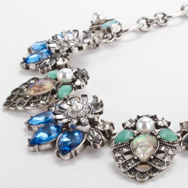 e9fd14d21e33 ... collar-gargantilla-floral-azul-con-perlas-modelo-c025-  Medida de Collar  Gossip Collection